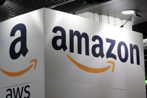 Amazon closes in on Apple in race to $1 trillion market cap