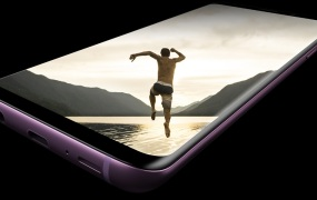 Samsung's Galaxy S9 supports 1Gbps peak data speeds.