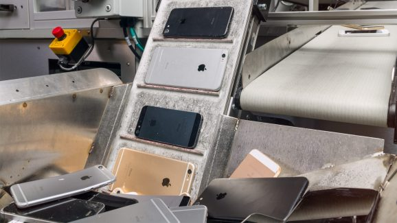 Apple's Daisy robot loads iPhones for dismantling.