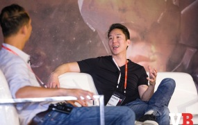 Dennis Fong of Plays.tv (right) speaks with Ping Le of Accel at GamesBeat Summit.