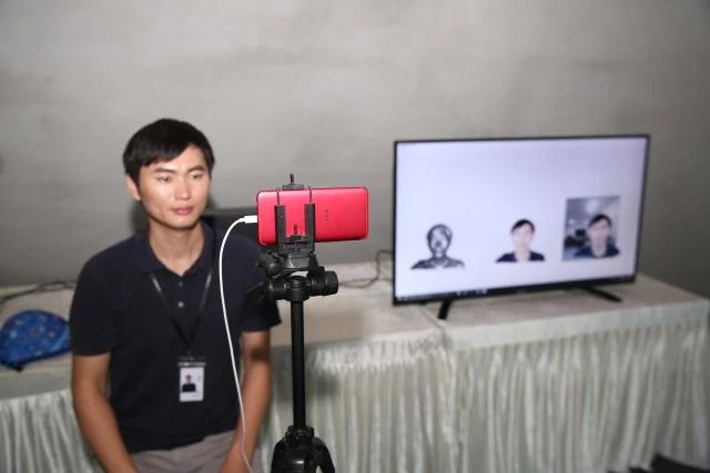 Oppo demonstrates a live 3D video call over 5G.