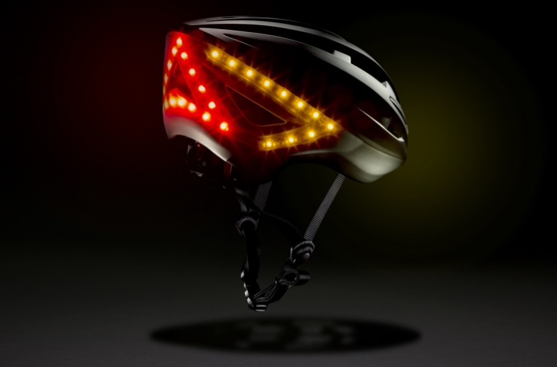 Lumos' smart helmet has turn signals that you can operate with hand gestures.