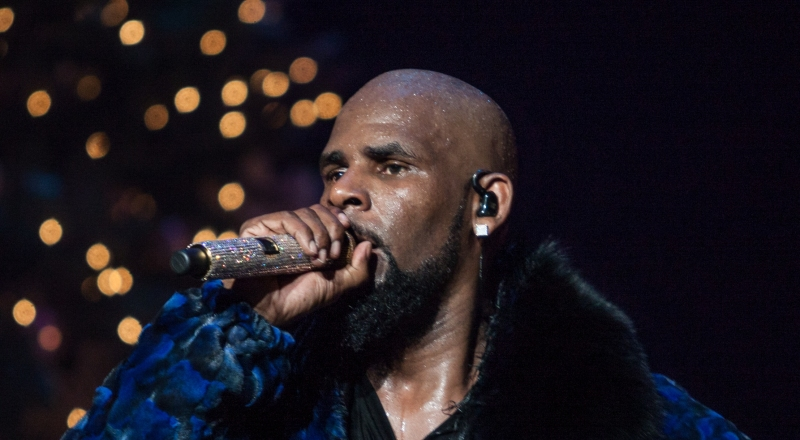 R Kelly Performs on stage at the FOX Theater on December 27, 2016 in Atlanta Georgia - USA
