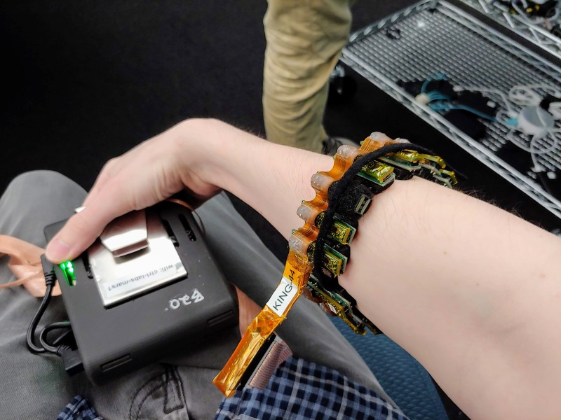 Ctrl labs' armband lets you control computer cursors with your mind