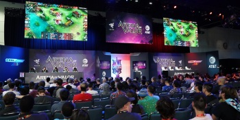 Tencent's Arena of Valor esports game draws a crowd at E3 2018.