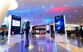 PeriscapeVR has set up 12 virtual reality stations in John F. Kennedy International Airport.