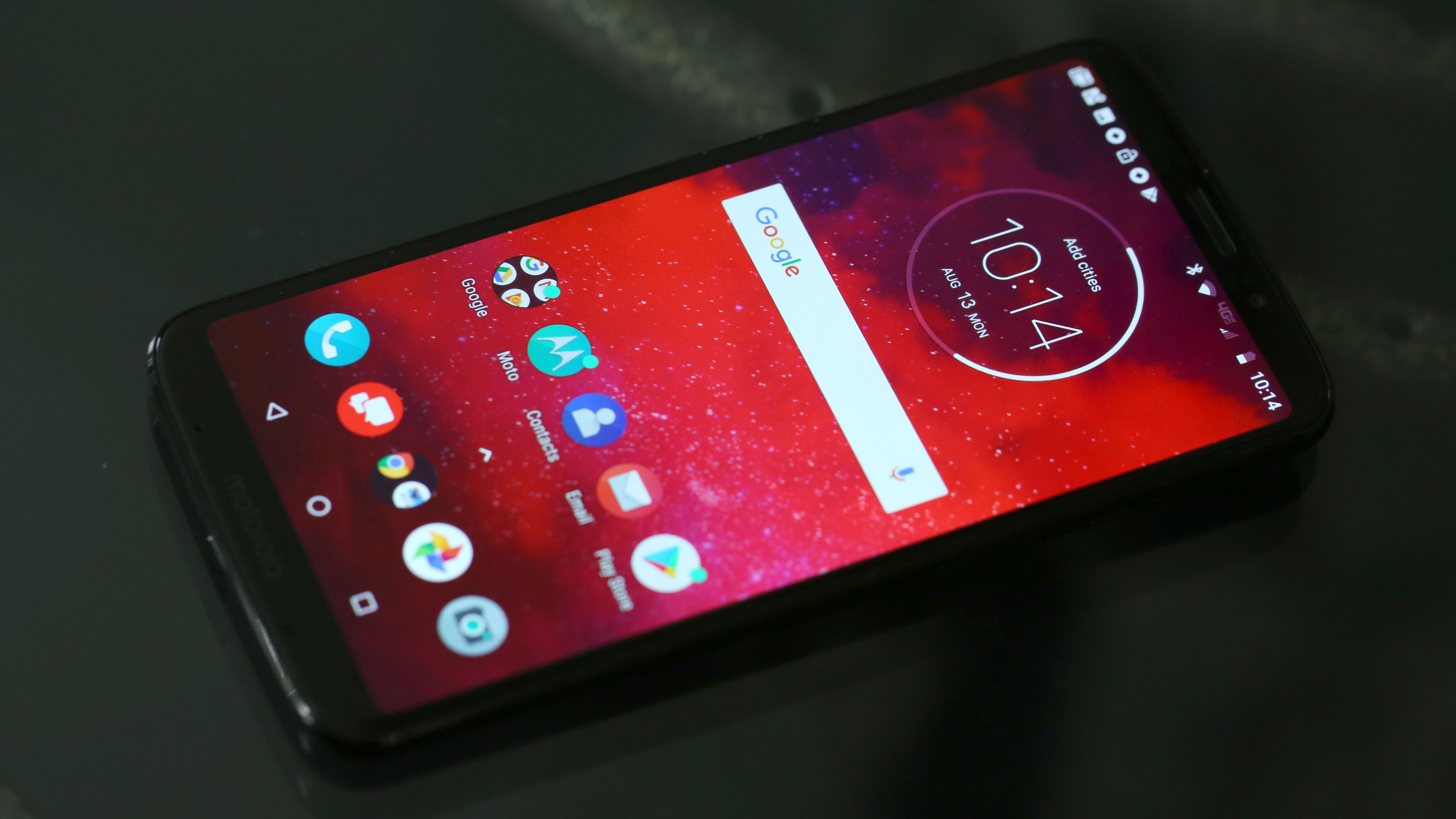 Moto Z3 Hands-on: Motorola's Half-priced iPhone X Awaits its 5G Backpack