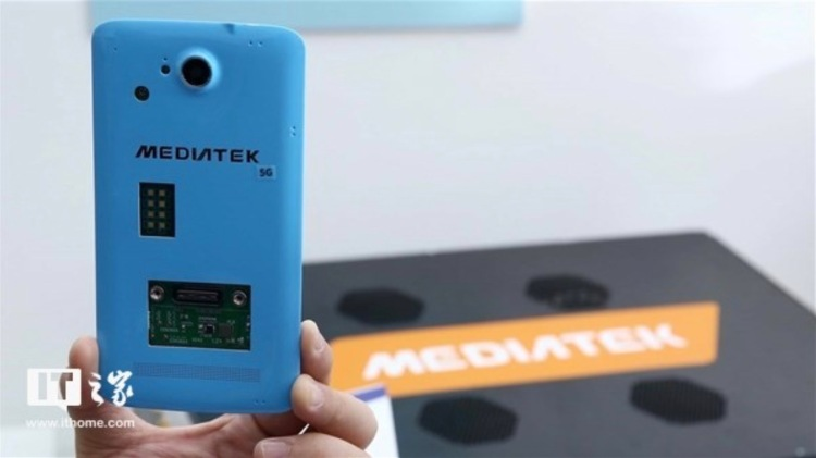 MediaTek's Helio M70 5G modem is shown inside a sample smartphone form factor casing, a prototype that needs to be cooled with a fan.