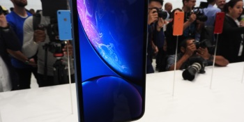iPhone XR hands-on: A 6.1-inch LCD screen that looks good  (Updated)