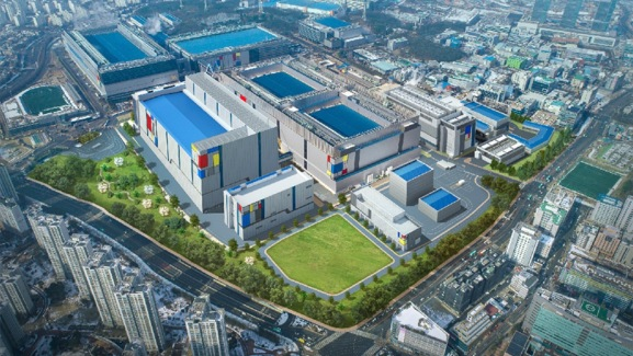 A Samsung plant in Hwaseong, South Korea is now producing so-called 7LPP chips, using a complex ultraviolet light process to achieve superior results at 7nm size.