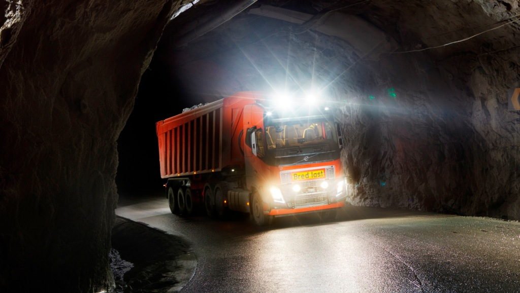 Volvo self-driving trucks will traverse 5km of tunnels