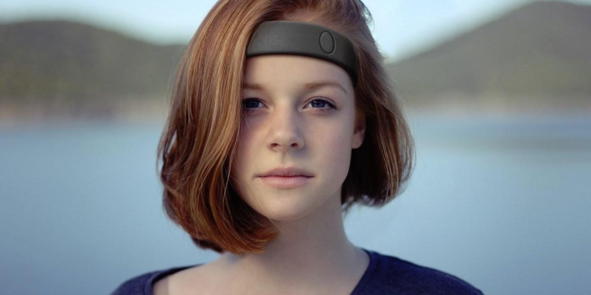 Humm's headband stimulates your brain.
