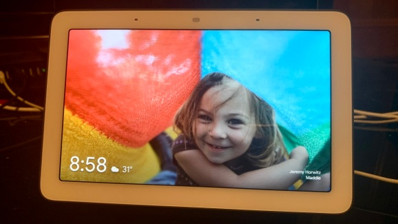 Google's Home Hub hits Apple in its new blind spot: Affordable tablets