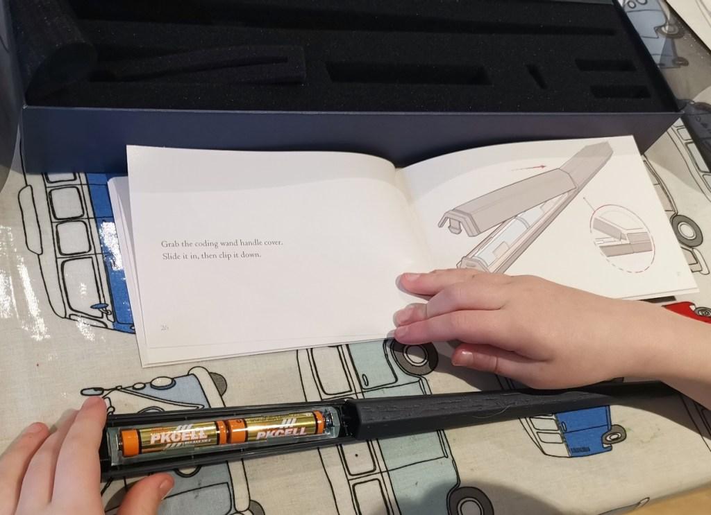 Harry Potter Coding Kit: Batteries in
