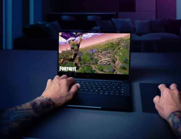 Razer Blade Stealth can play games like Fortnite or Overwatch.