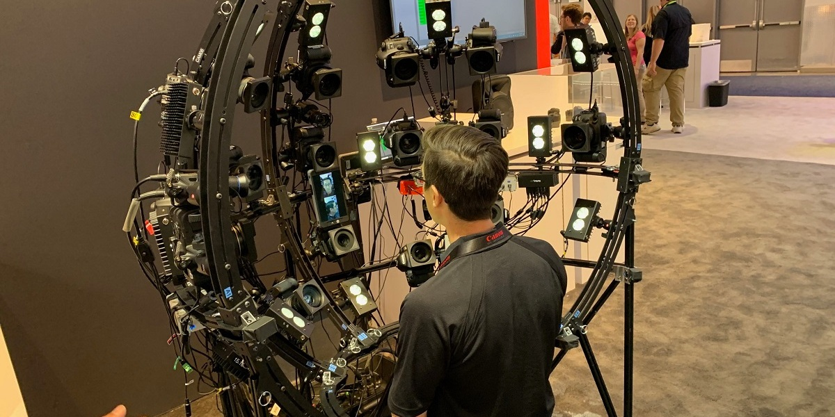 Nigel Nunn of EA's Capture Lab shows how Canon cameras capture athletes' faces on the road.