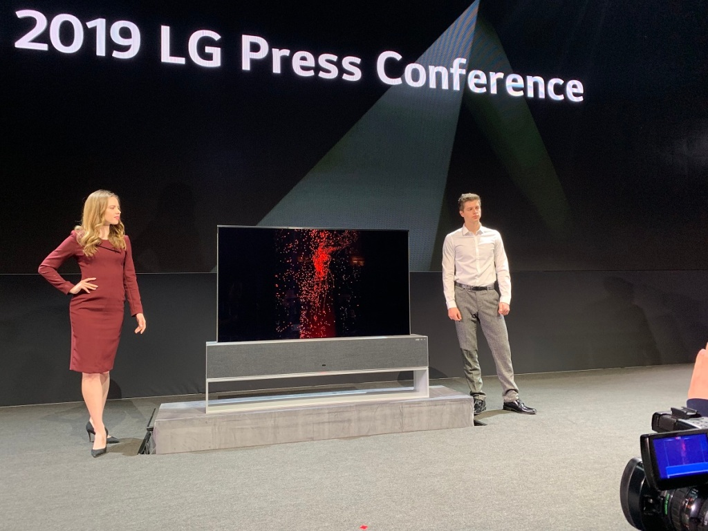 LG OLED TV R can roll itself up or down.