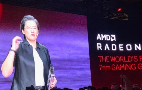 Lisa Su shows off the Radeon VII.