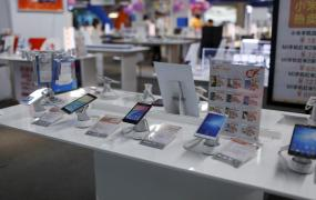 FILE PHOTO: Mobile phones are seen on display at an electronics market in Shanghai, China, June 24, 2015.
