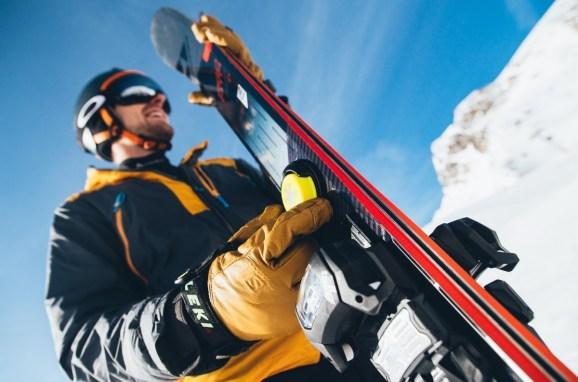 Snowcookie uses three Oreo-size sensors to track your skiing.