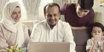 U.S. Senator asks Apple and Google to ban Saudi woman-monitoring app