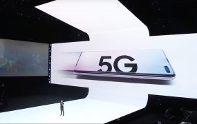 Verizon CEO Hans Vestberg announces Samsung's Galaxy S10 5G is coming first to his 5G network.