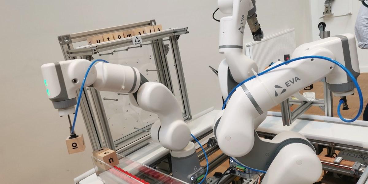 Automata: A team of Eva robots