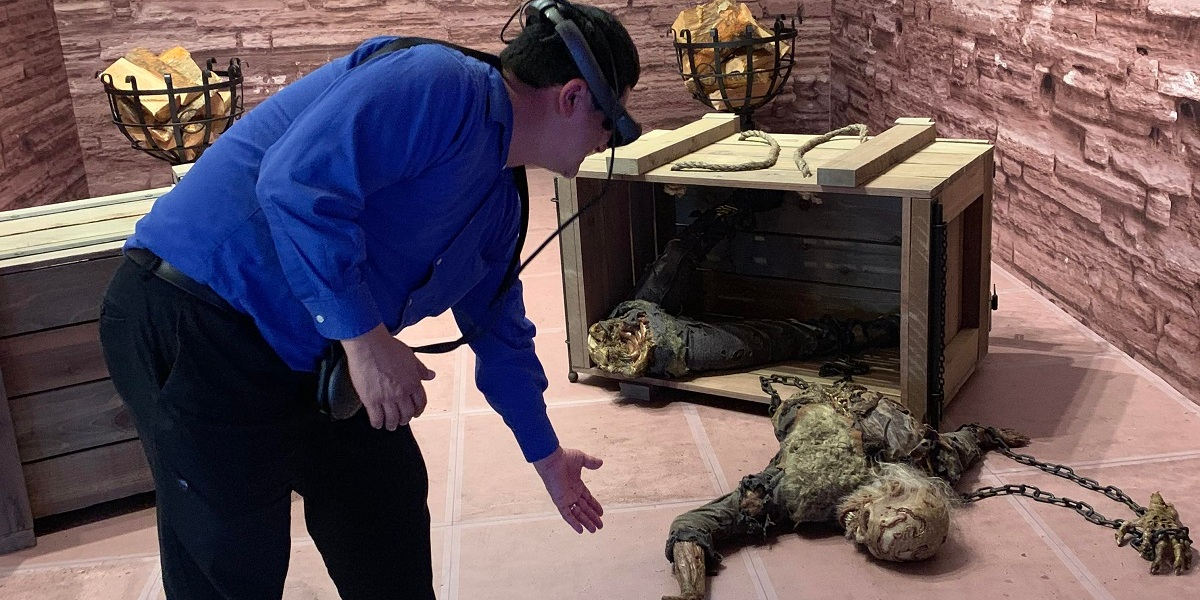 Dean Takahashi tries out The Dead Must Die experience on the Magic Leap One AR headset.