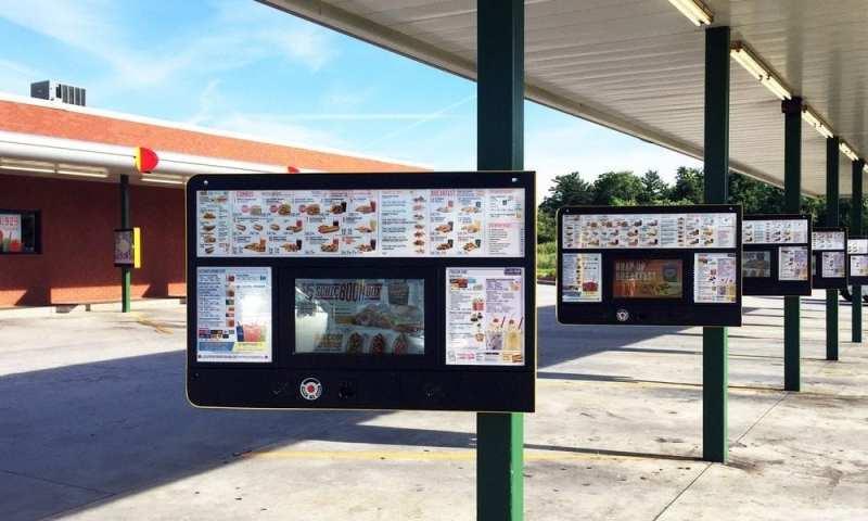 Certains drive-in Sonic obtiennent des kiosques de menus alimentés par l'IA Mastercard QSR AI ordering ZIVELO Sonic