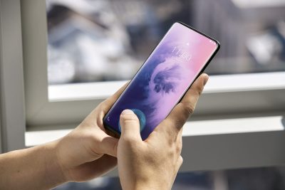 OnePlus 7 Pro boasts a 90Hz screen and a retractable camera