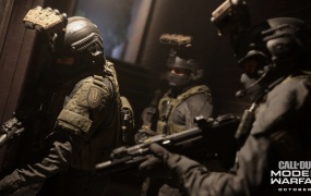 Call of Duty: Modern Warfare. Soldiers stack up as they enter a house.