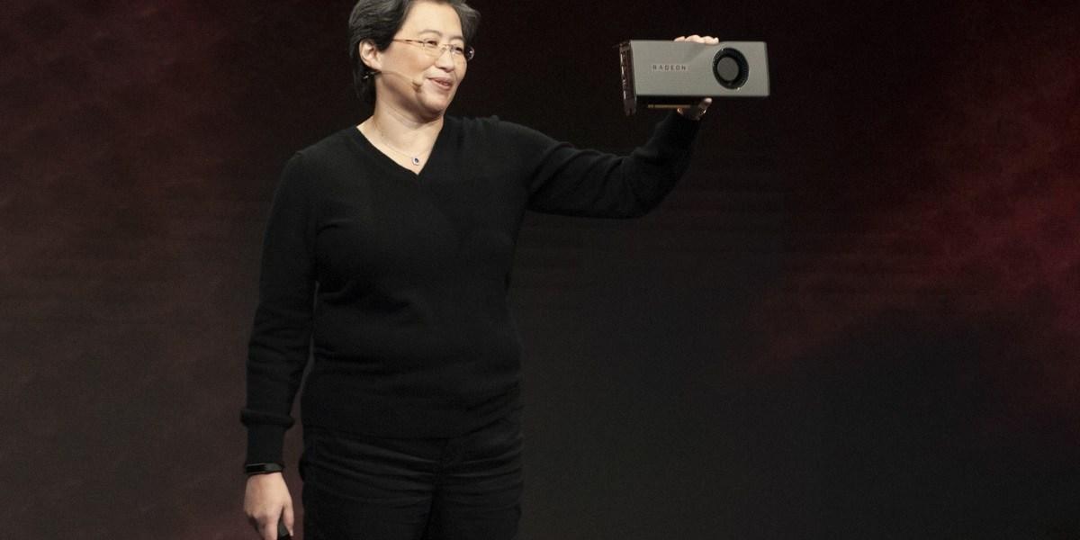 Lisa Su, CEO of AMD, shows off the 7-nanometer Navi GPU.