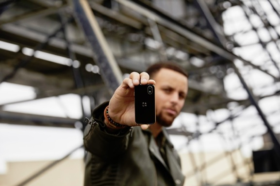 Steph Curry shows off a Palm.