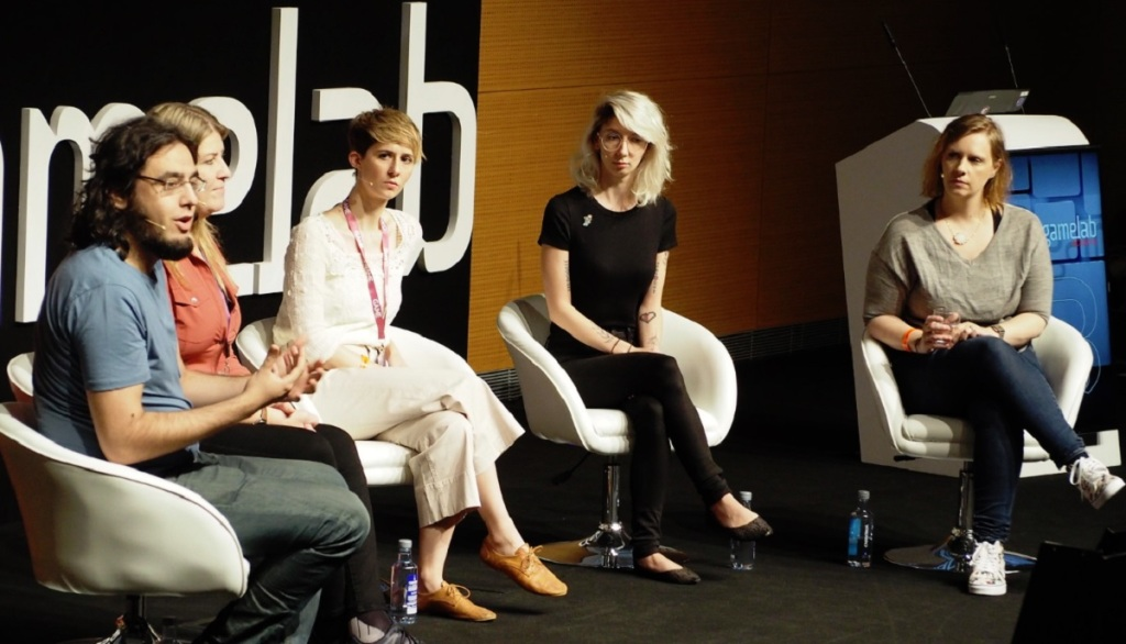Sarah Elmaleh, center, at the Gamelab event.
