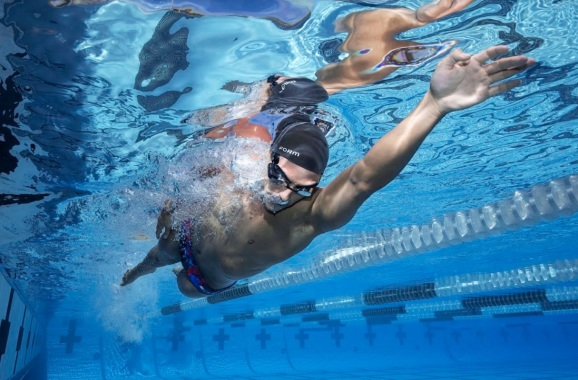 Form's AR goggles can swimming track distance and heart rate.