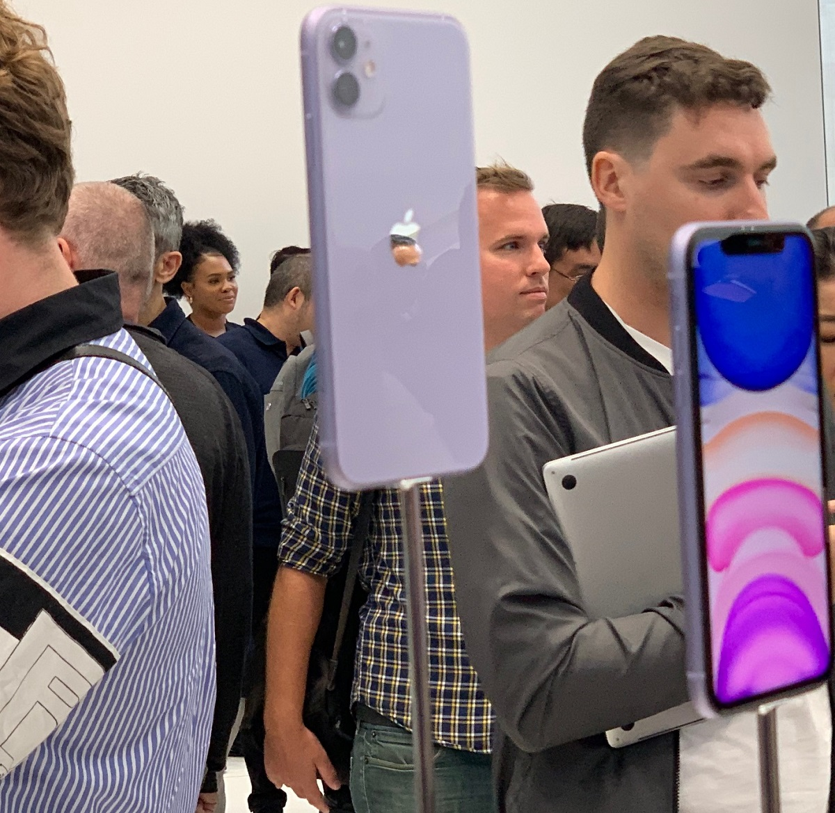 iPhone 11 hands,on ,, a mainstream smartphone with Night