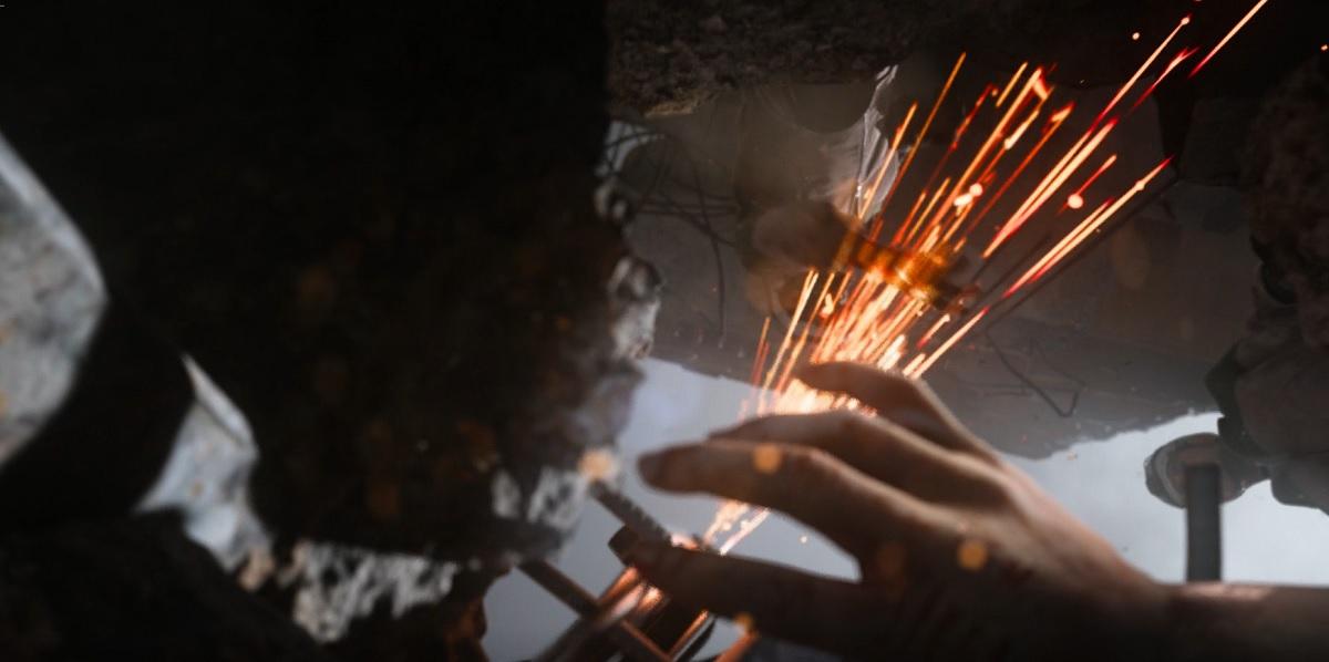 The White Helmets rescue a trapped child in Modern Warfare.