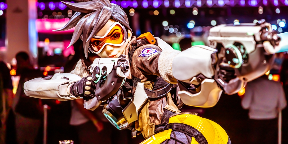 Tracer statue at BlizzCon.