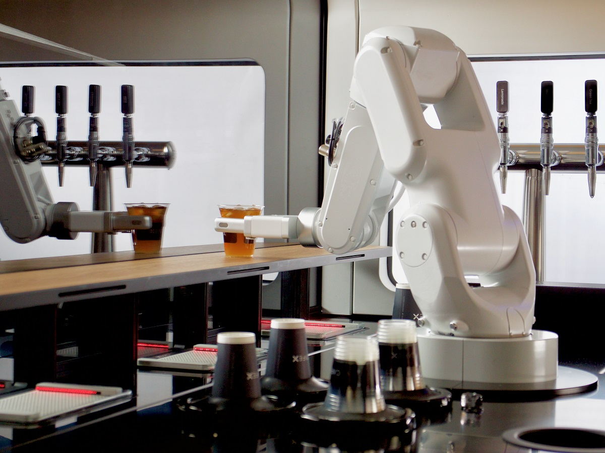 Cafe X's robot aims to serve you more than just the perfect latte - Force1usa.com