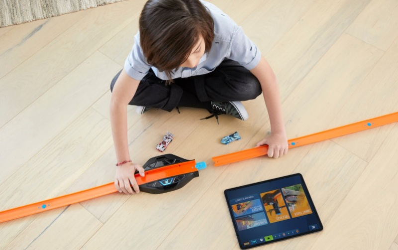 Hot Wheels id teaches kids coding and augmented reality ...