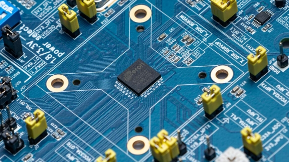 Kneron KL520 AI chip for on-device machine learning
