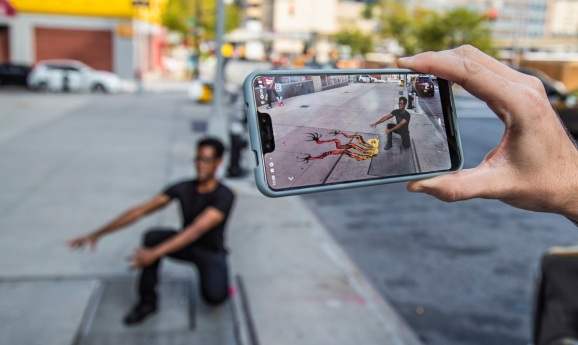 The Mark app lets artists show off their art on the streets.