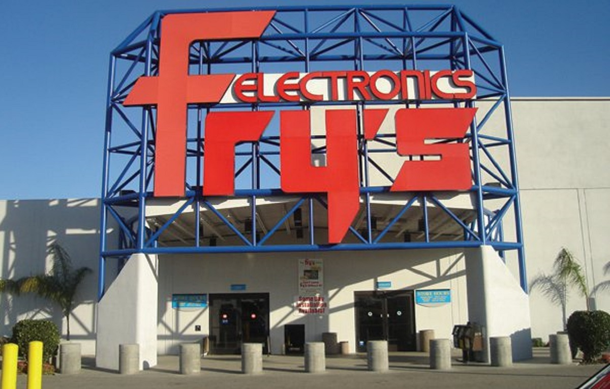Fry's Electronics closes another store in Anaheim, shelves still bare
