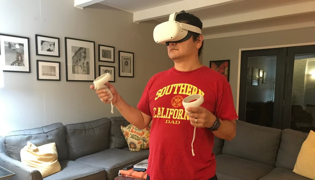 Dean Takahashi of GamesBeat tries out the Oculus Quest 2.