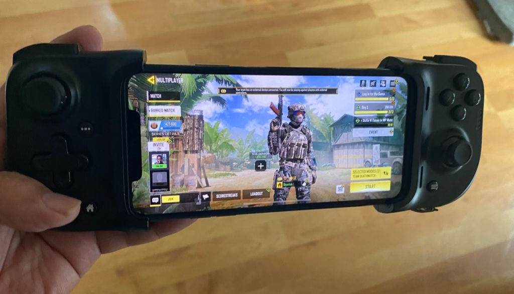 Razer Kishi iOS controller gives you console controls for mobile games.