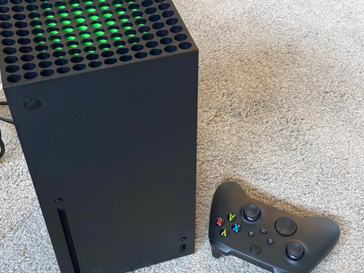 The Xbox Series X sits on my carpet.
