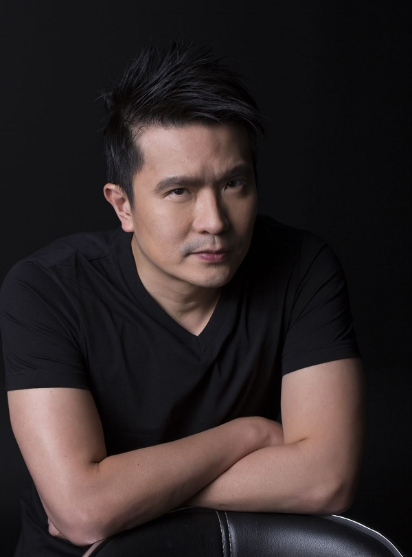 Min-Liang Tan favors black T-shirts.
