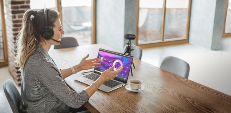 Dell UltraSharp Webcam is designed to improve your Zoom meetings.