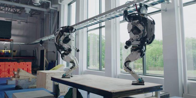 Boston Dynamics robot Atlas successfully runs a parkour track